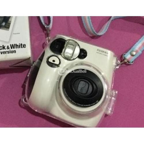 Kamera Polaroid Merk Fujifilm Instax Mini 7S Second Panda ...