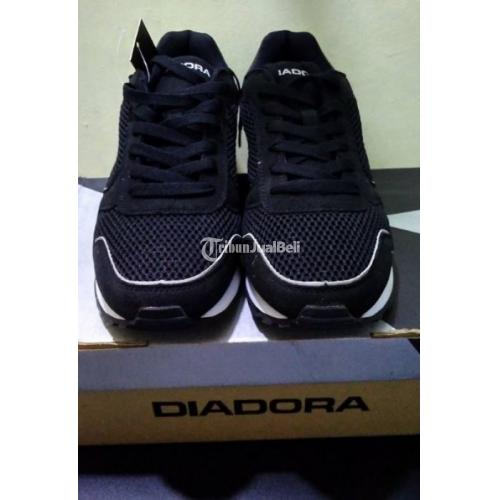Sepatu Diadora Original Hitam bagus Size 44 Sepatu Masih Baru - Bantul