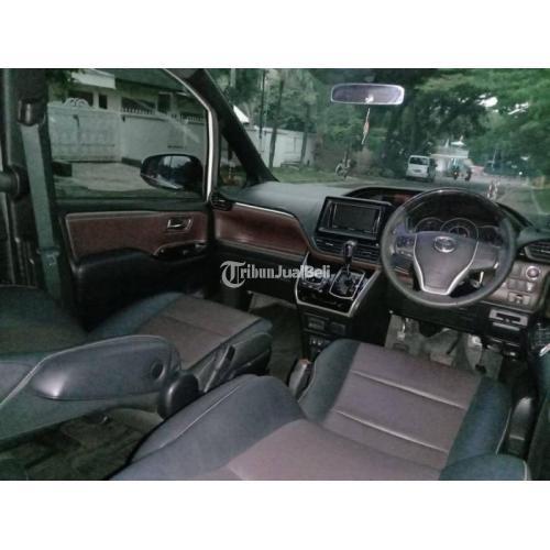 Mobil Bekas Toyota Voxy 2.0 AT Putih 2017 Like New Surat Lengkap Harga Nego - Jakarta