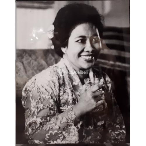 Foto Jadul Ibu Fatmawati Soekarno Tahun 1967 Langka Kolektor Item FWT001 - Jakarta