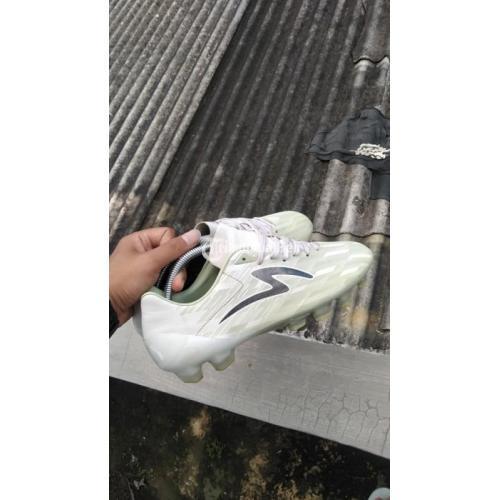 Sepatu Futsal Specs Accelerator Lighspeed II Pro FG White - Jogja