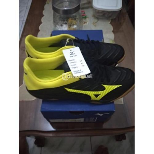 Sepatu Futsal Mizuno Rebula Sala Size 41 Harga Nego - Solo