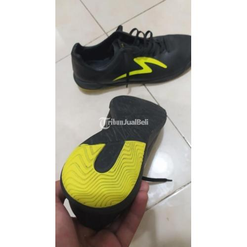 Sepatu Futsal Specs Fury Size 41 No Minus Masih Bagus Pemakaian Wajar - Solo