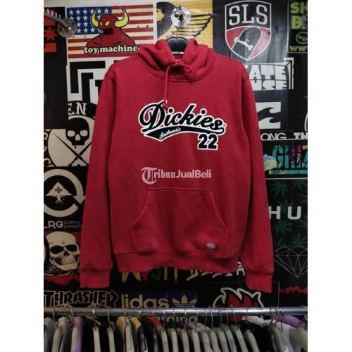 Hoodie DICKIES Size M LIKE NEW Warna Merah Harga Nego - Jakarta