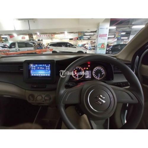 Mobil Suzuki Ertiga 2019 Manual Putih Surat Lengkap Bisa Kredit Body Mulus - Surabaya
