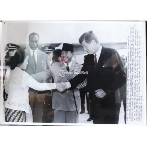 Foto Jadul Presiden Soekarno Presiden Kennedy Megawati Soekarnoputri Tahun 1961 - Jakarta