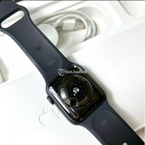 Jam Tangan Apple Watch Series 4 Diameter 40mm Warna Grey Bekas Normal - Gianyar