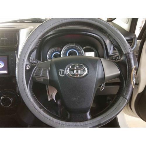 Mobil Toyota Avanza Veloz 1.5 2017 Warna Putih Low Km Bekas Mulus - Gianyar