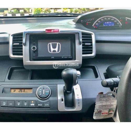 Mobil Honda Freed E PSD 2013 Bekas Full Orisinil KM Rendah Buku Lengkap - Surabaya