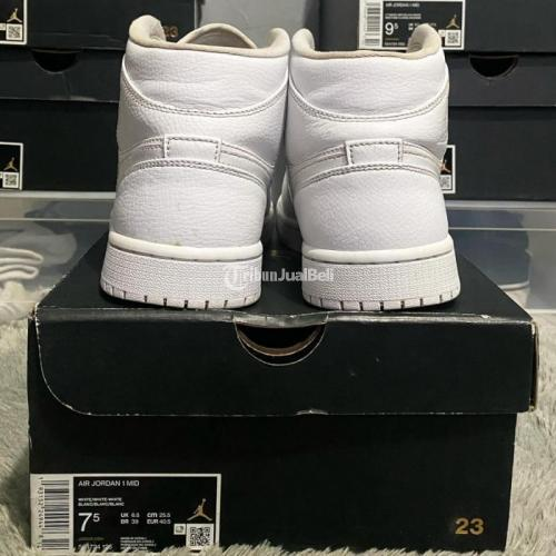 Sneakers Nike Air Jordan 1 Mid Triple White US 7.5 Second VVNDS - Jakarta