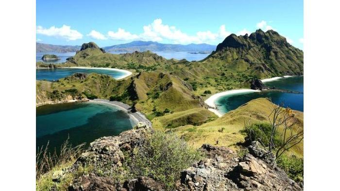 Jelajah Pulau Komodo - Mulai Dari Snorkeling Hingga Melihat Indahnya Perbukitan di Gili Lawa