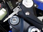 Panik Karena Kunci Tak Sengaja Ketinggalan di Bawah Jok Motor? Ini Cara Mudah Mengatasinya