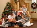 Tak Hanya Hias Pohon dan Bertukar Kado, Ini 7 Tradisi Natal Paling Unik dari Berbagai Negara