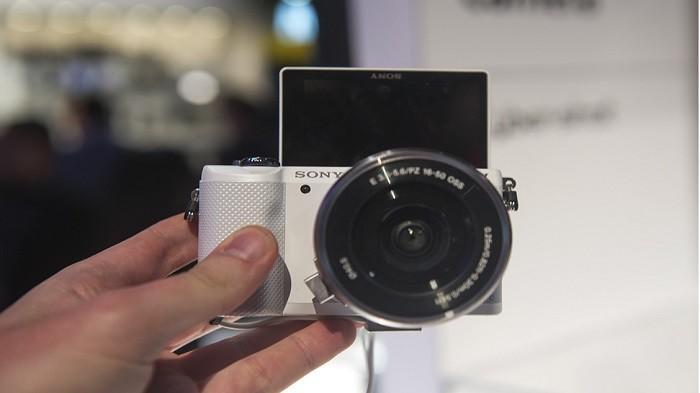 Hobi Fotografi? Ini 3 Pilihan Kamera Mirrorless Bekas Merek Sony