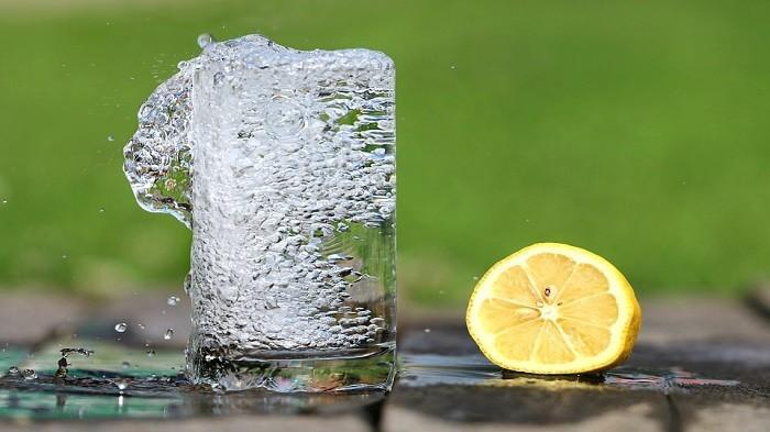Rasakan 5 Manfaat Ini Esok Hari Saat Minum Air Lemon Hangat Sebelum Tidur Blog Tribunjualbeli Com