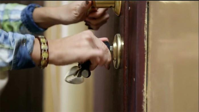 4 Cara Membuka Pintu Yang Terkunci