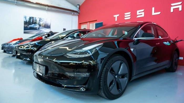 Beli Mobil Kebal Aturan Ganjil Genap Segini Harga Tesla Model 3 Milik Deddy Corbuzier Blog Tribunjualbeli Com