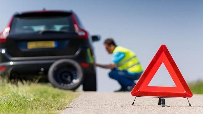 5 Peralatan Darurat yang Wajib Ada di Mobil