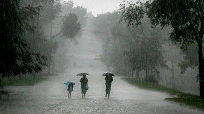 BMKG: Masuk Siklon Tropis, Waspadai Hujan Disertai Angin dan Petir di 27 Provinsi Berikut