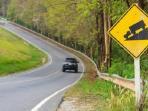Bahaya, Jangan Gunakan Persneling Gigi Tinggi Saat Mengemudi di Jalan Menurun
