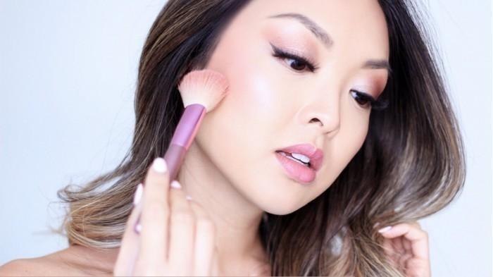 Wajah Jadi Rusak dan Breakout setelah Pakai Makeup? Begini Tips Mengatasinya