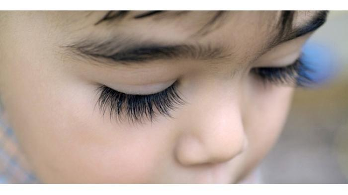 Memotong Bulu Mata Bayi Bikin Lentik, Mitos Atau Fakta? Berikut Penjelasannya