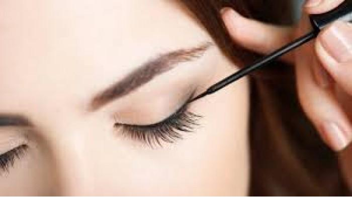 Girls, Kepoin Yuk Trik Pakai Eyeliner Agar Lebih Mudah dan Anti Gagal