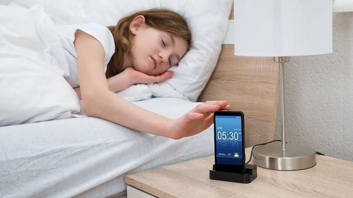 Jangan Gunakan HP sebagai Alarm Bangun Tidur, Ini 4 Kerugian yang Tak Anda Sadari