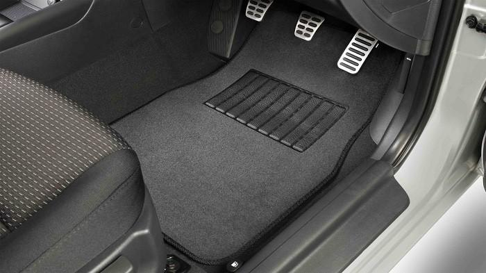 Pasang Karpet Mobil Tak Boleh Asal, Amati Resiko Buruknya Ini Jika Sampai Salah Memasang
