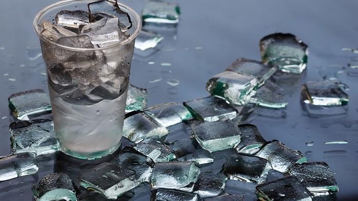 Waspadai Bahayanya, Ini Cara Bedakan Es Batu Air Matang dengan Es Batu Air Mentah