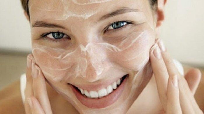 Jangan Asal, Berikut Tips Memilih Produk Sabun Cuci Muka untuk Kulit Kering