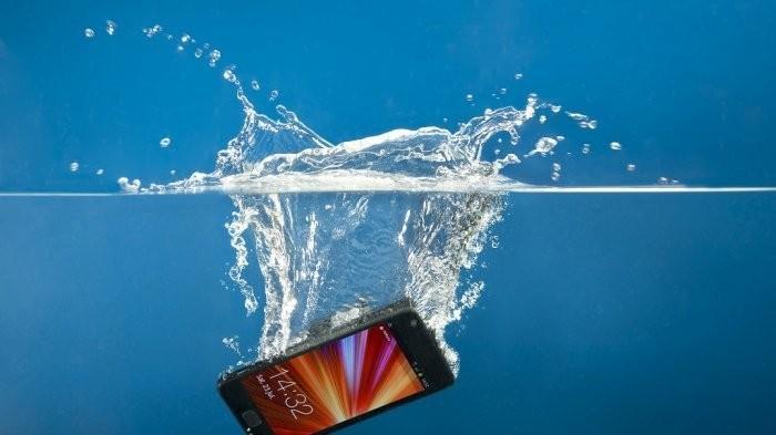 cara mudah perbaiki handphone yang terendam air | Tribunwow