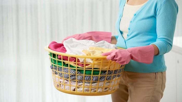 Cara mencuci baju putih agar tidak kusam