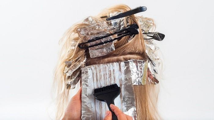4 Tips Merawat Rambut setelah Diwarnai, Jangan Lupa Memakai Kondisioner