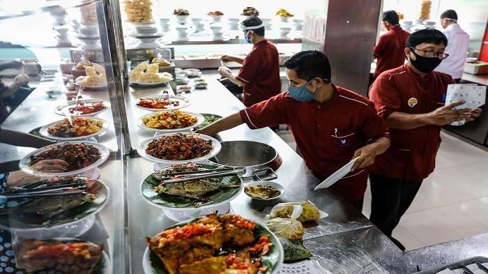 5 Fakta Unik Rumah Makan Padang, Dari Tips Dapat Porsi Banyak Sampai Jangan Cari di Daerah Ini