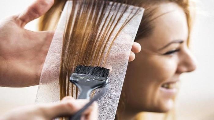 Mengubah warna rambut kini menjadi salah satu hal yang kerap dipilih untuk mengubah penampilan | Nakita