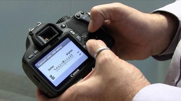 Cek Harga 3 Rekomendasi Kamera DSLR dan Mirrorless Bekas Merek Canon