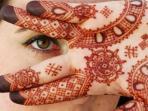 Wajib Tahu Girls, Ternyata Ini Bahaya Memakai Henna Menurut Ahli Dermatologi!