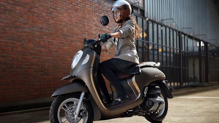 Khusus Wanita Harus Perhatikan Ini Jika Akan Pengandarai Motor Biar Aman